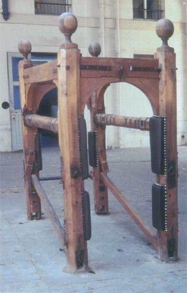 Établi (outil de maréchalerie et de chirurgie équine)