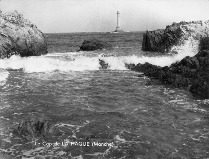 Le phare, vagues et rochers