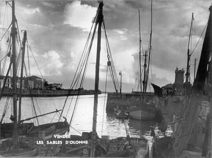 Le port des Sables-d'Olonne et la tour d'Arundel