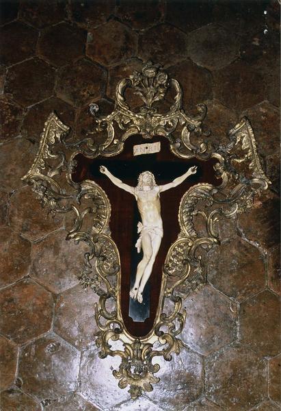 Croix encadrée (statuette du Christ en crucifix avec cadre)