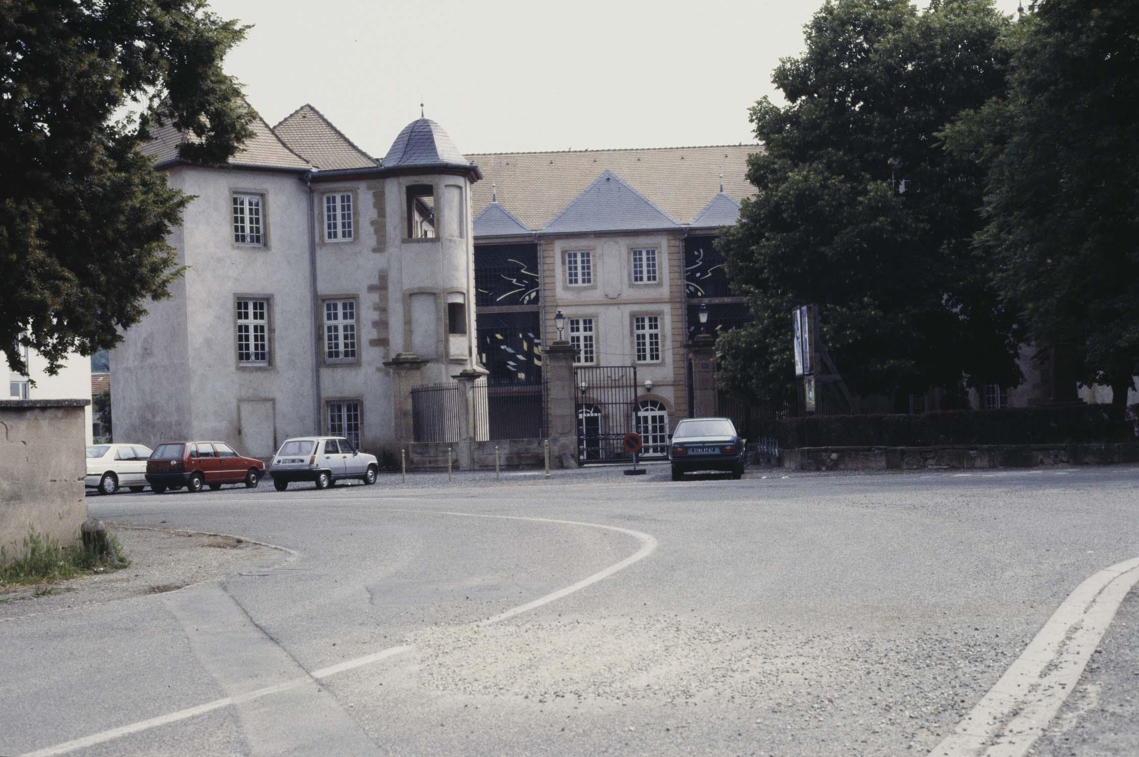 Château, vue à distance de la route