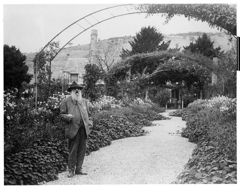 Portrait de Claude Monet dans son jardin
