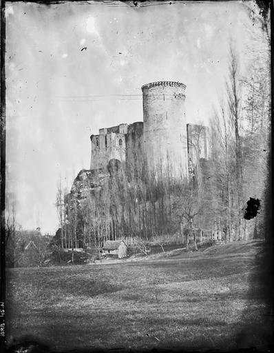 La tour Talbot vue du val d'Ante