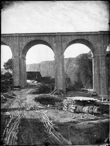 Vue générale du Viaduc sur l'Orne, entre 'La Lande' et Clécy