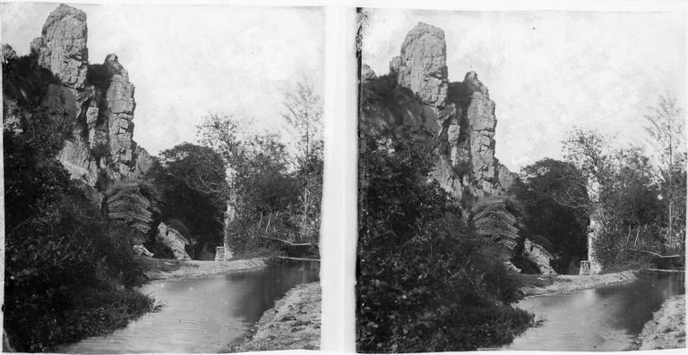 Rochers du mont Myrrha et le moulin de Noron, vus du bief