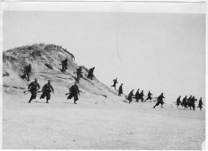 Exercices militaires sur la plage