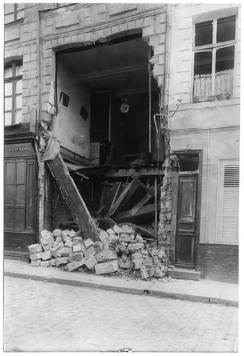 Destruction par un obus d'une maison de la rue Méaulens