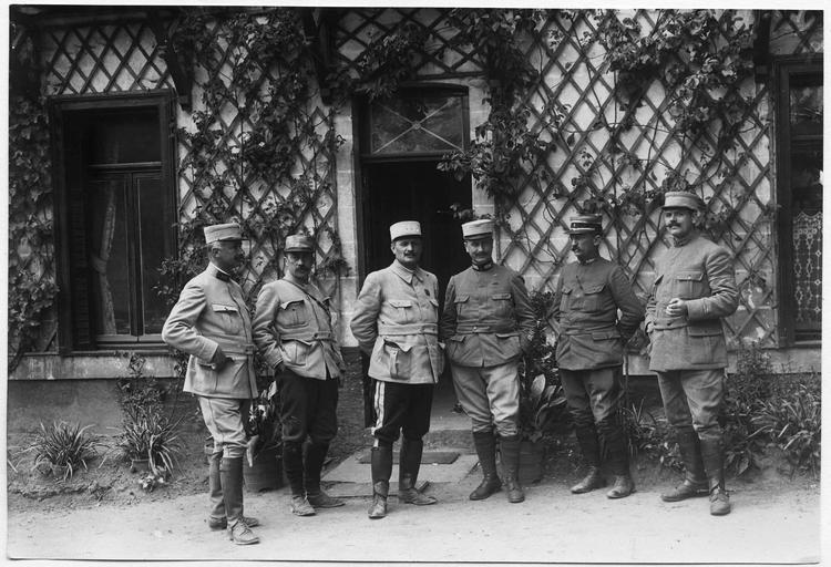 Le général Hennoque et son état-major