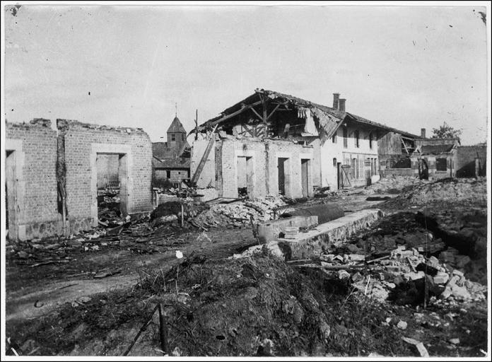 Vue générale et maisons détruites