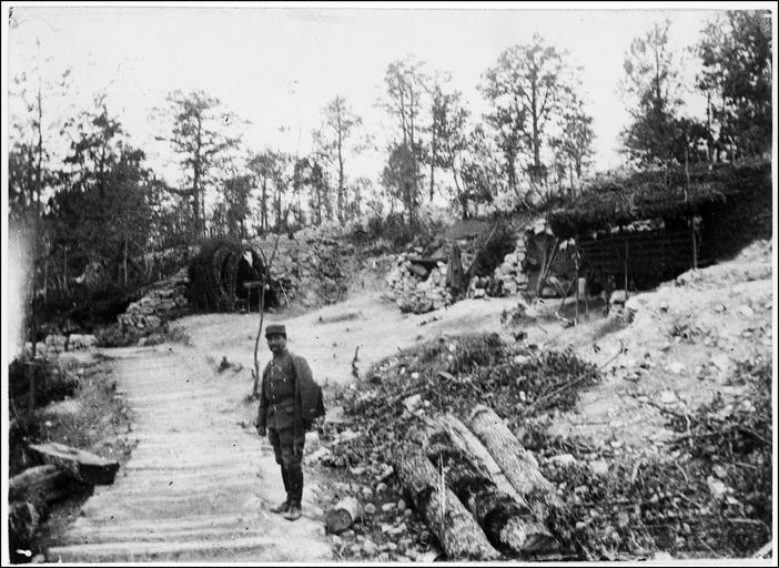 Le chemin de rondins menant à La Houyette