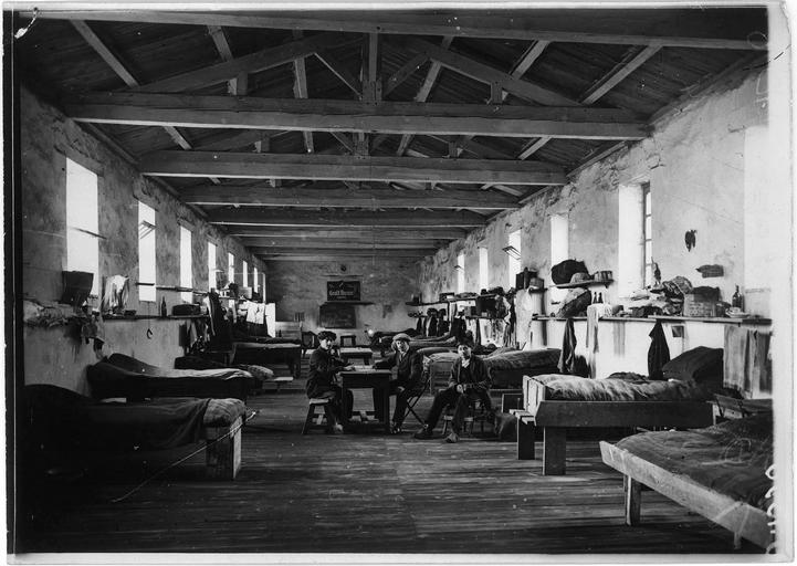 Dépôt des Alsaciens-Lorrains surveillés : le dortoir des hommes seuls