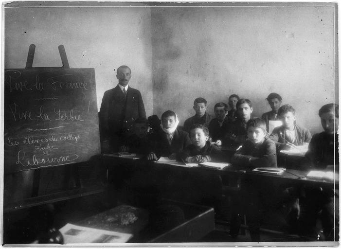 Centre d'internement pour les civils : collège de réfugiés serbes, la classe