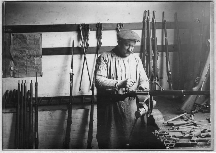 Réfection des armes allemandes trouvées sur les champs de bataille
