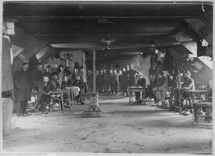 Camp d'internés civils de Kerbenéat : chambre n° 43, dortoir commun pour les Autrichiens