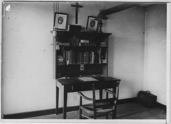 Camp d'internés civils pour cinq prêtres austro-allemands : modèle de chambre