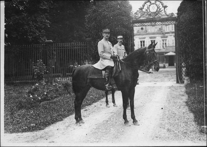 Le général Humbert, commandant la 3ème armée, à cheval