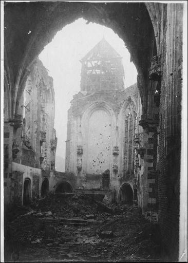 Intérieur de l'église, vue prise de l'entrée