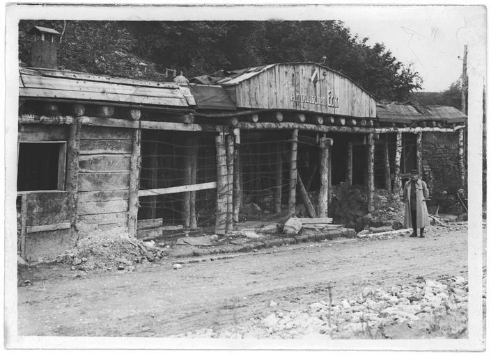 Anciens abris allemands à l'entrée de la ville