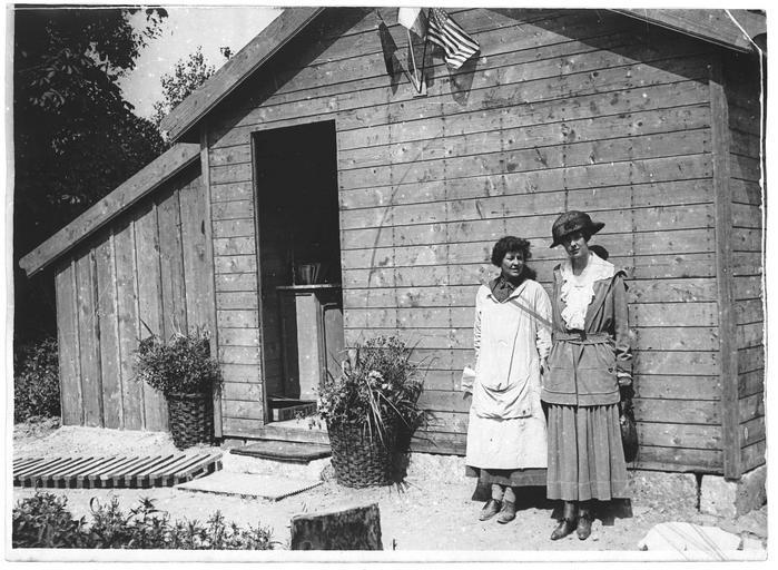 Visite de Madame Astor aux installations édifiées par les soins du Comité américain
