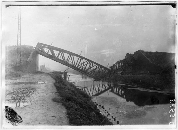 Pont de la fosse 21, sur le canal côté Ouest