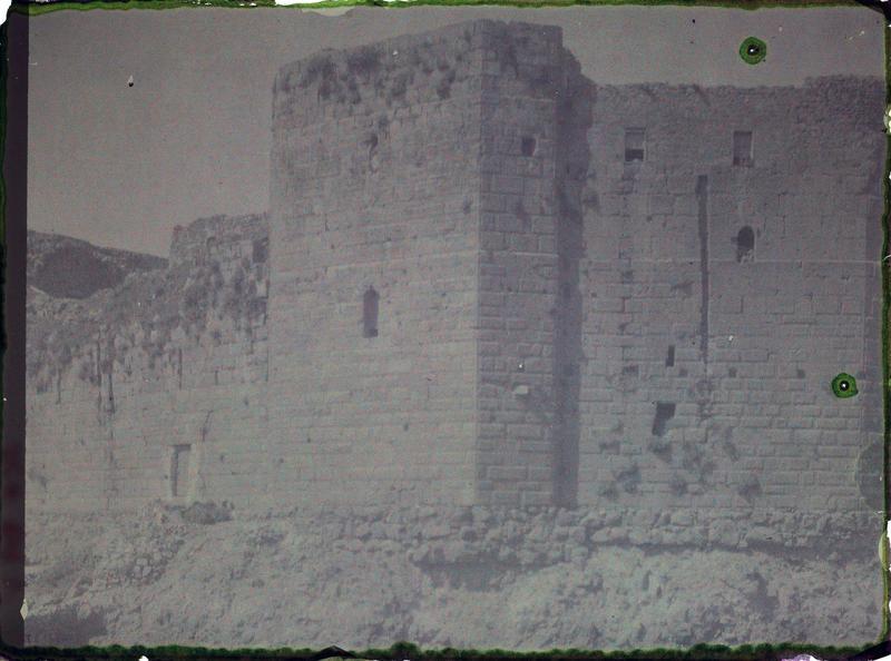 Enceinte intérieure: vue du chevet de la chapelle