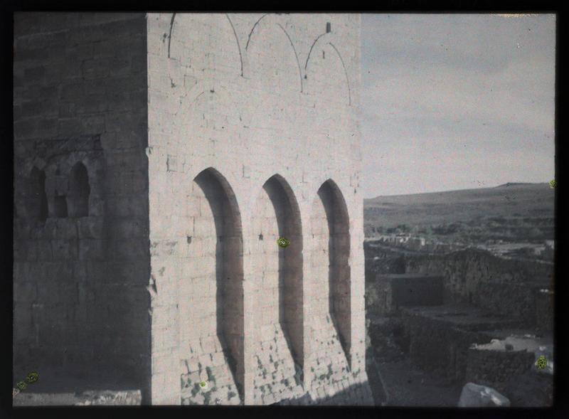 Château haut, front nord, détail extérieur des latrines de la tour de la fille du roi
