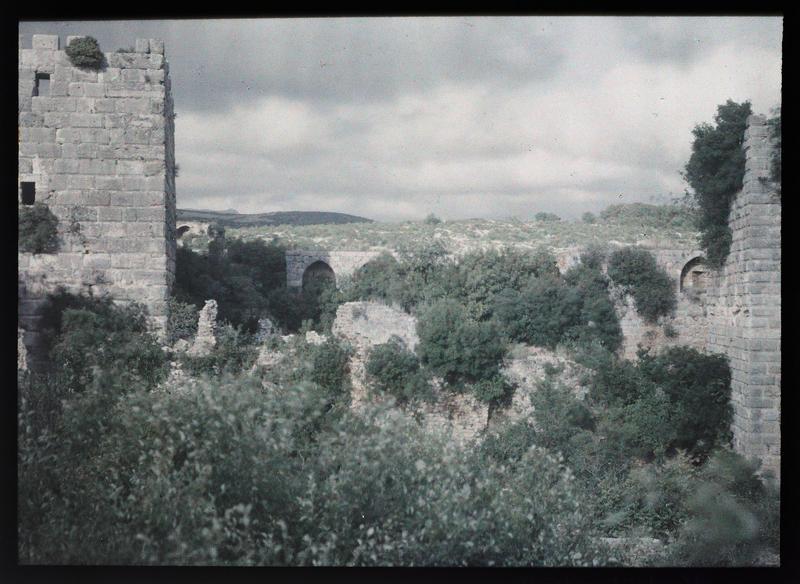Angle sud-est du château, vu depuis l'intérieur
