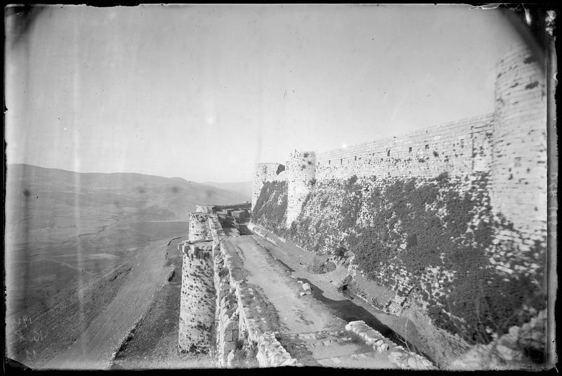 Le front ouest, vue vers le nord prise du sommet de l'enceinte extérieure