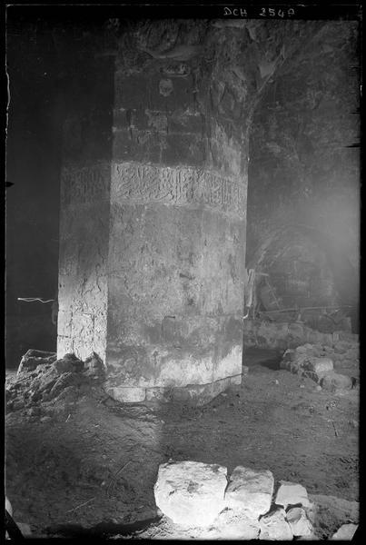 Pilier de la tour sud-ouest de l'enceinte extérieure, avec inscription de Baibars