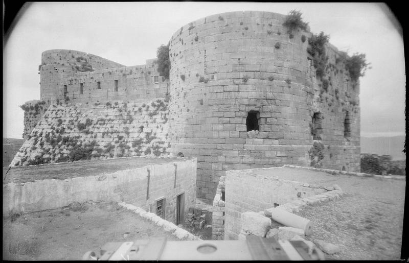 Vue extérieure de l'enceinte intérieure, depuis le sud-est