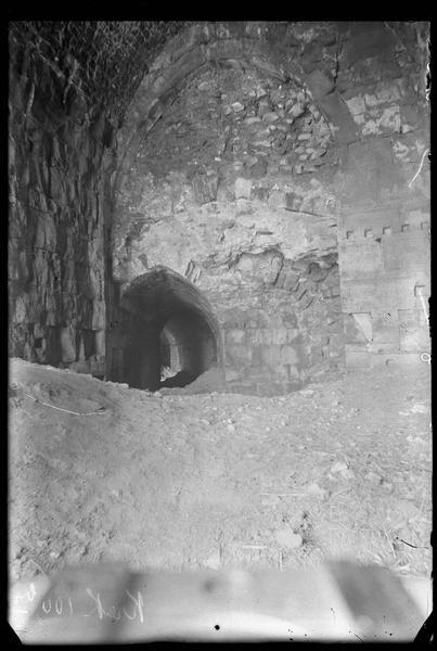 Ouvrage nord-ouest de l'enceinte intérieure, salle basse, départ du couloir voûté sous le talus