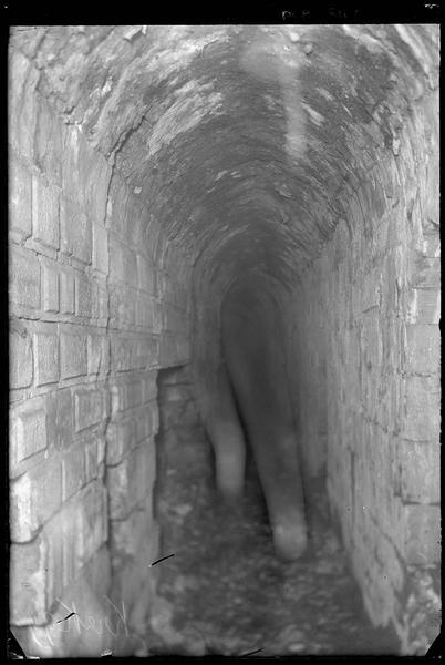 Couloir voûté sous le talus