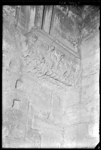 Console dans la grand'salle (angle nord-ouest)