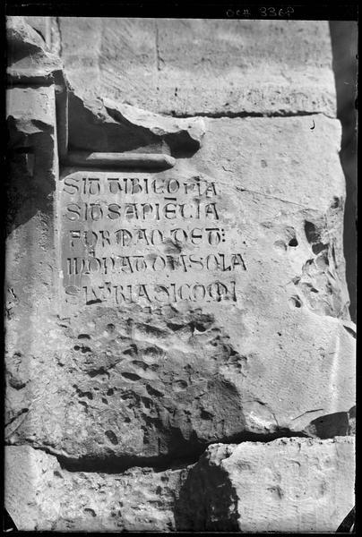 Inscription latine «Sit tibi copia» dans la galerie