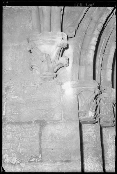 Contre-courbe au départ d'une archivolte, porte sud de la galerie