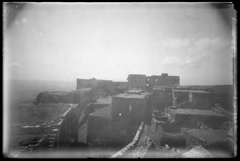 Vue générale de l'intérieur de la citadelle depuis le nord