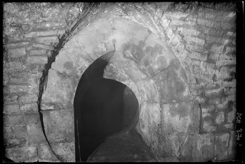 Oculus ouvrant sur la cour intérieure du château, au niveau du raccord avec la chapelle