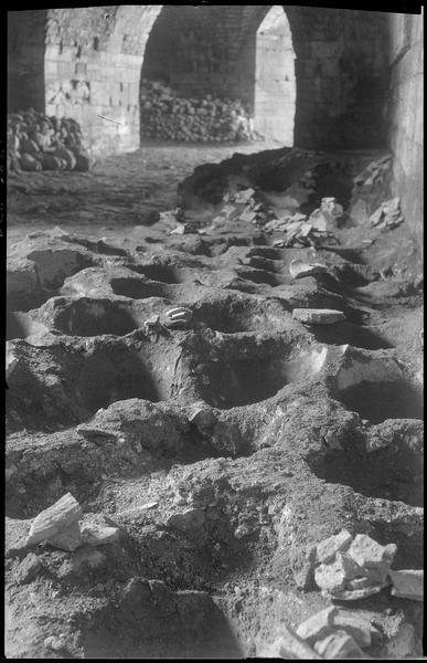 Château haut, front sud, salle de stockage des amphores