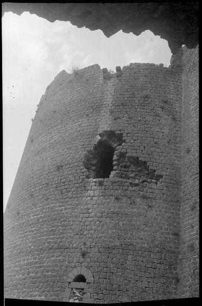 Détail d'une baie extérieure d'une tour de l'enceinte