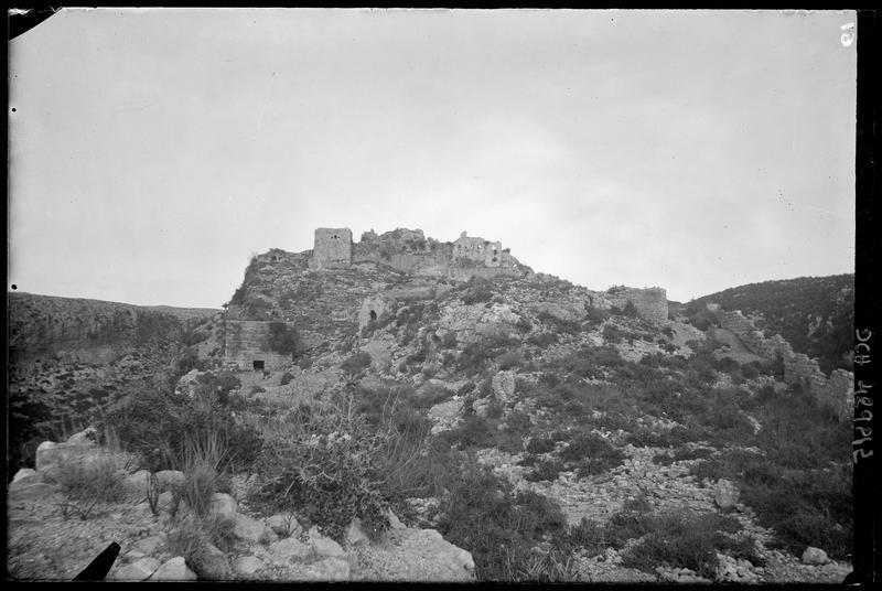 L'intérieur du château, vu depuis la basse cour vers l'est