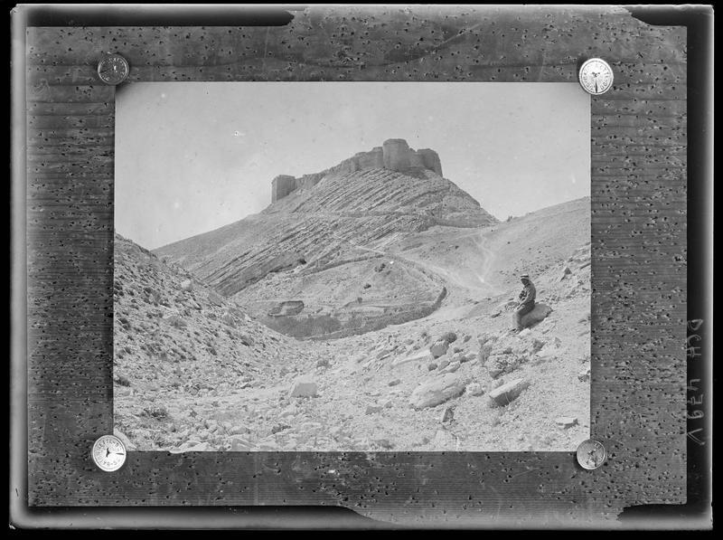 Reproduction: photographie du château, affichée sur une planche