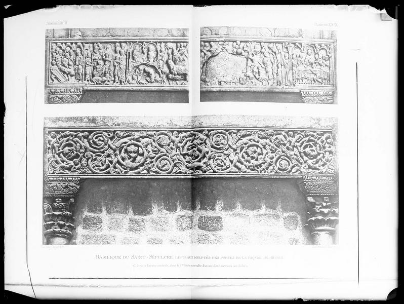 Reproduction d'une vue imprimée de deux linteaux de portes