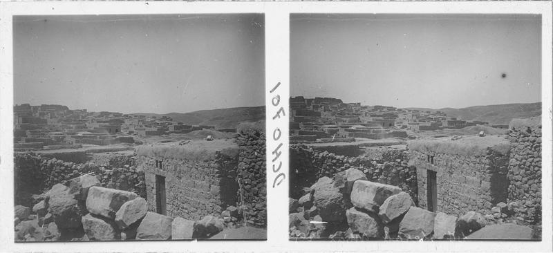 Vue de la ville de Kerak, avec à l'arrière plan le front nord du château