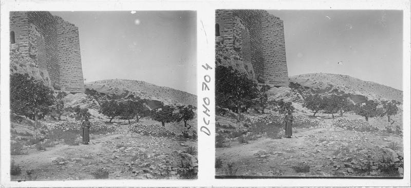Vue en contre-plongée de la tour de Beibars