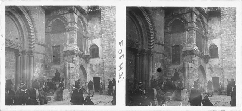 Vue extérieure du portail du Saint-Sépulchre