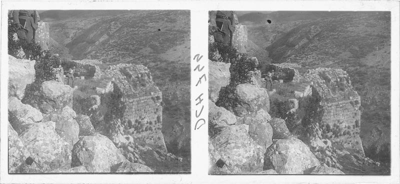 Vue du détail d'un ouvrage de flanquement du château haut