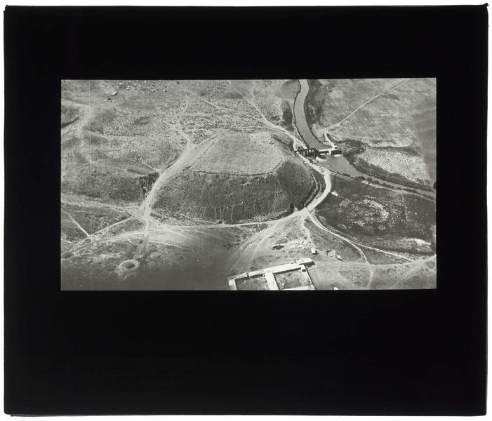 Vue aérienne du tell d'Acharmé sur l'Oronte