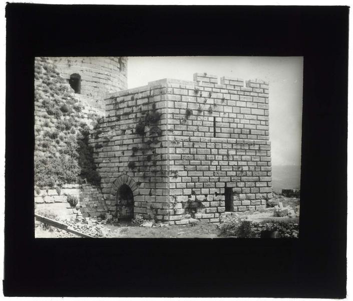 Vue extérieure de la tour des Lions