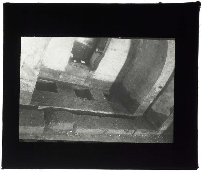 Vue intérieure du mâchicoulis de la tour des Lions