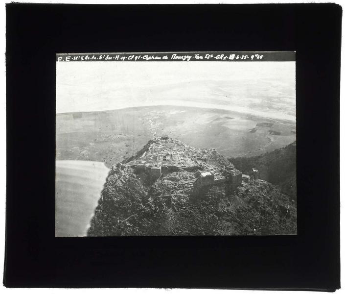 Vue aérienne du site, avec la vallée de l'Oronte en arrière-plan